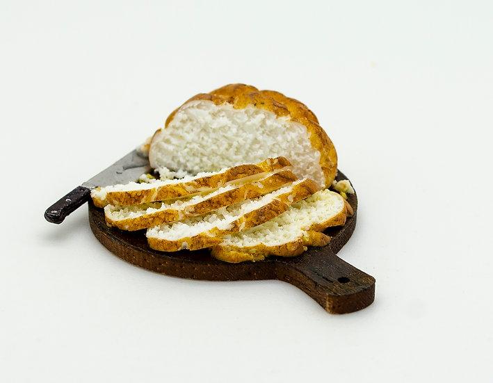 round bread on board