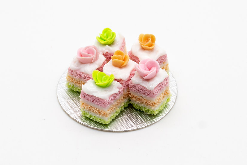 6 x rosebud sponge cakes