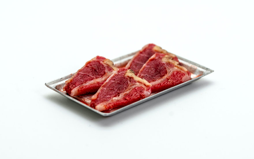 tray of 4 raw steaks