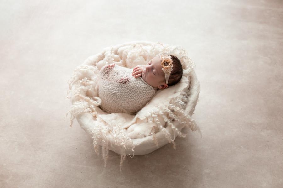 Séance photo nouveau -né , bébé et famille à Beaune -Dijon- Chalon sur Saône - Bourgogne