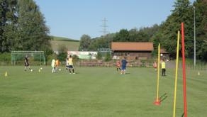 Auch D- und E-Jugend im Training