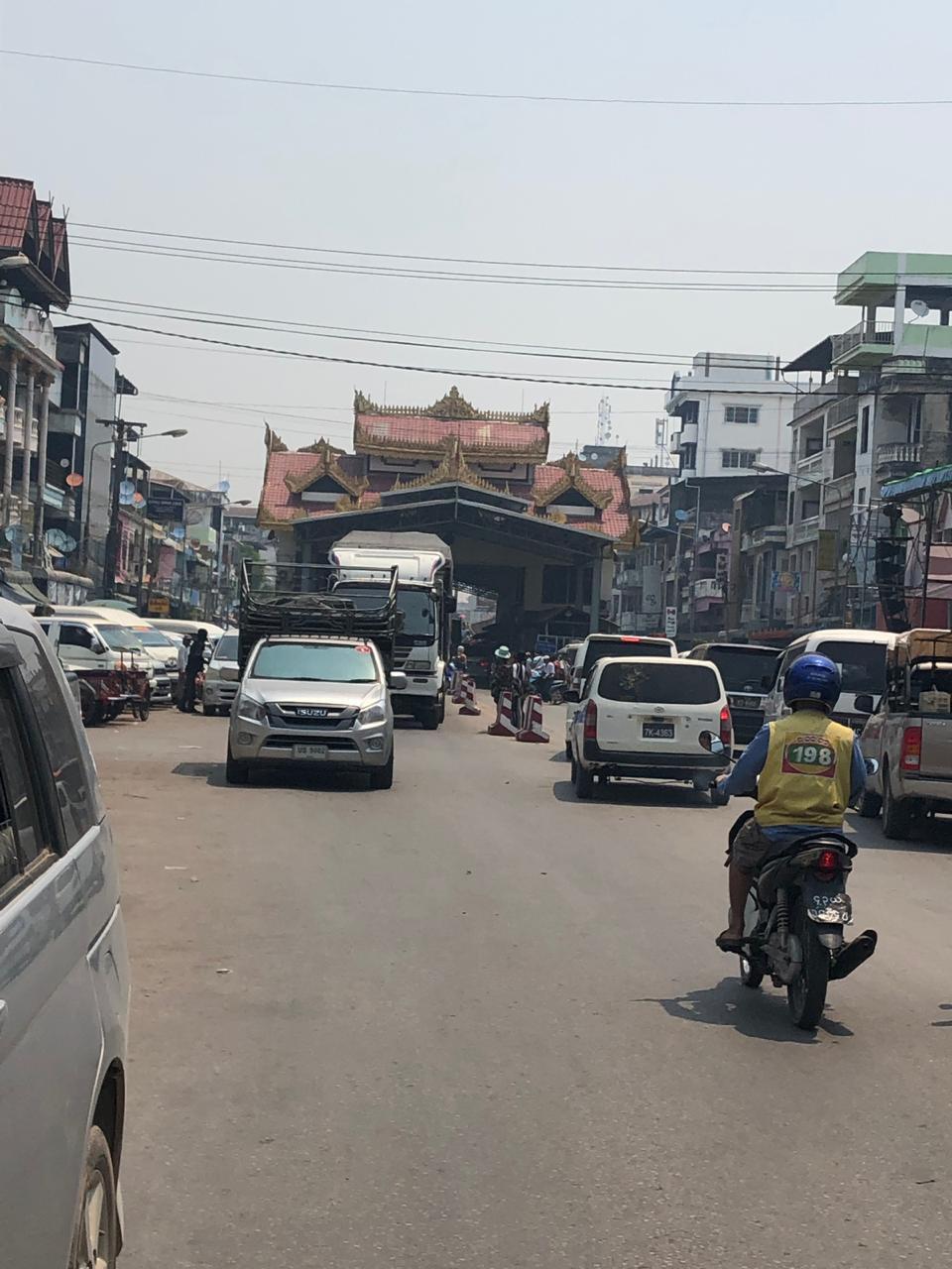 Entrada al Puente de la Amistad (lado Myanmar)