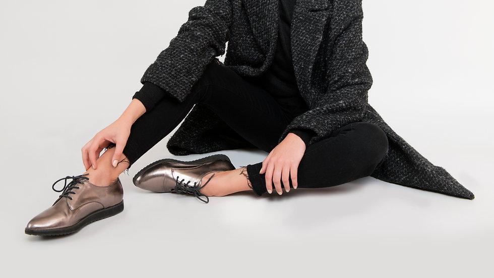 Frauen silberne Schuhe