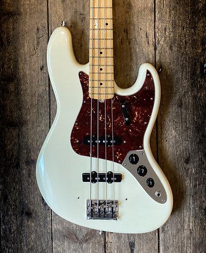 2012 Fender American Standard Jazz Bass in White