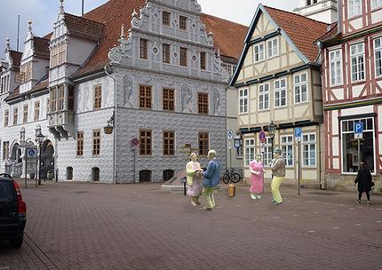 08 Tänzer-Alltagsmenschen-Celle-2021.jpg
