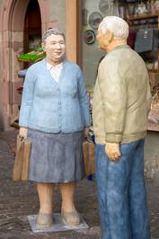 Älteres Paar im Gespräch
