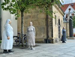 betonfiguren-alltagsmenschen-christel-lechner (66).webp