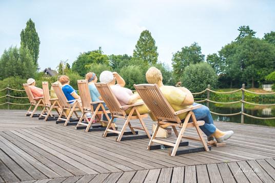 Sonnenanbeter. Alltagsmenschen im Liegestuhl in Wiedenbrück