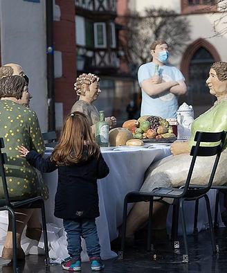 Tisch Interaktion mit Kind.jpg
