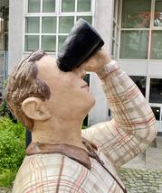 Betonfiguren Alltagsmenschen - Fernglasmann