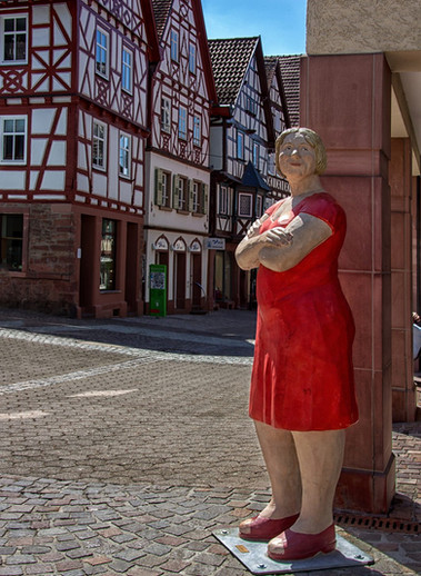 Die Dame in Rot in Mosbach