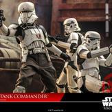 Hot-Toy-Assault-Tank-Commander-001.jpg