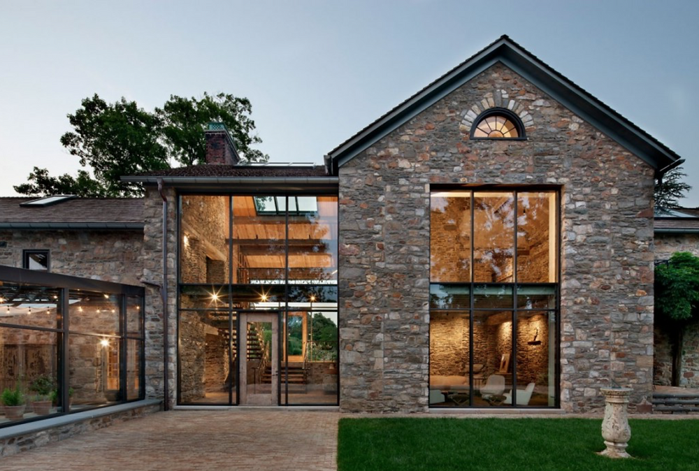 Одноэтажный дом с двускатной крышей