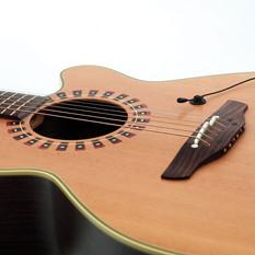 DPA 4060-4061 on Guitar.jpg