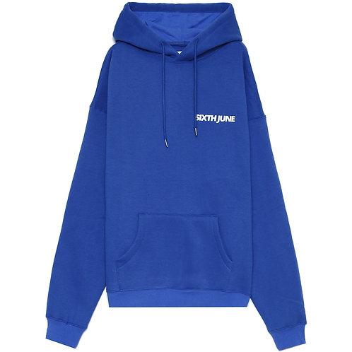 Sweat à capuche large logo décalé bleu