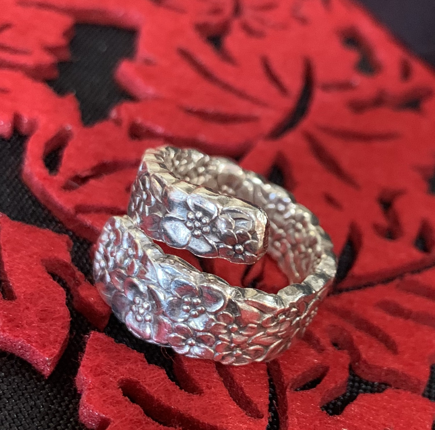 Thumbnail: Precious Flower Wrap Around Ring
