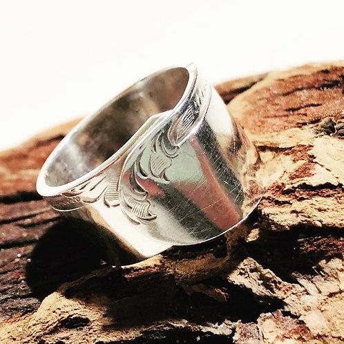 Embossed butterknife Ring