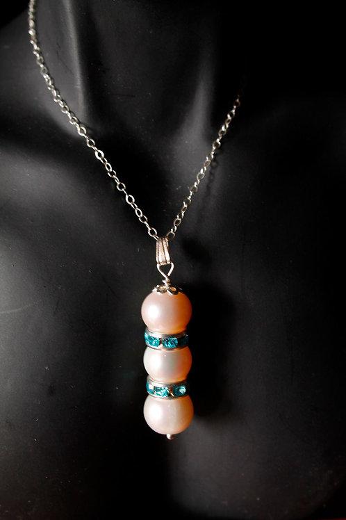 SSilver Pearl Pendant w/Swarovski Crystals
