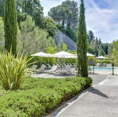 hotel-avec-grande-piscine-sud-de-france.jpg