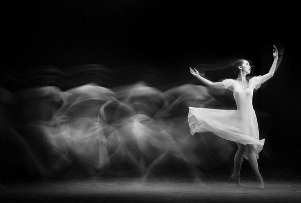 danseuse NetBn Yudhistira Yogasara .jpg