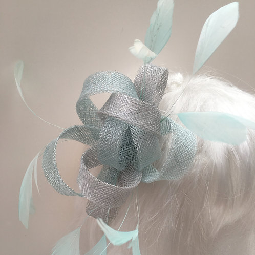 AURES Small Fascinator with Feathers