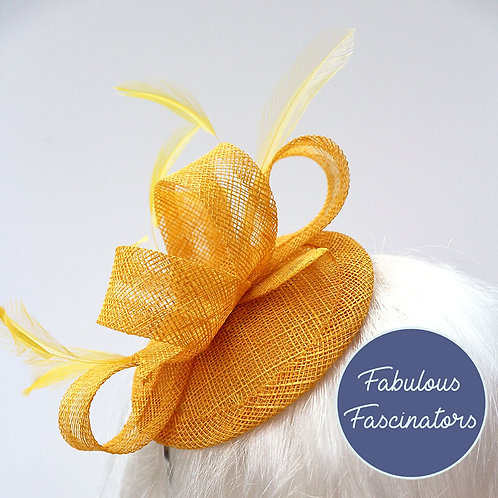 TAFFY small fascinator with feathers
