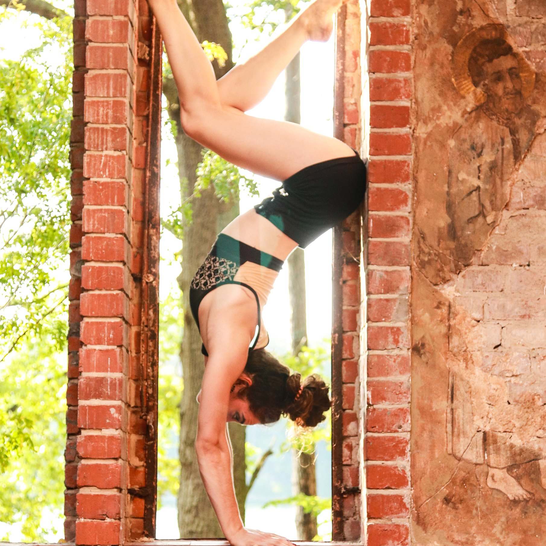 Handstand%20(13)_edited