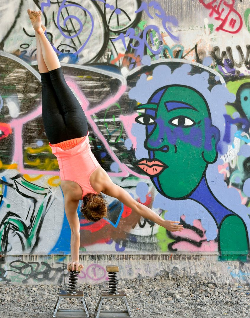 Handstand%20(1)_edited
