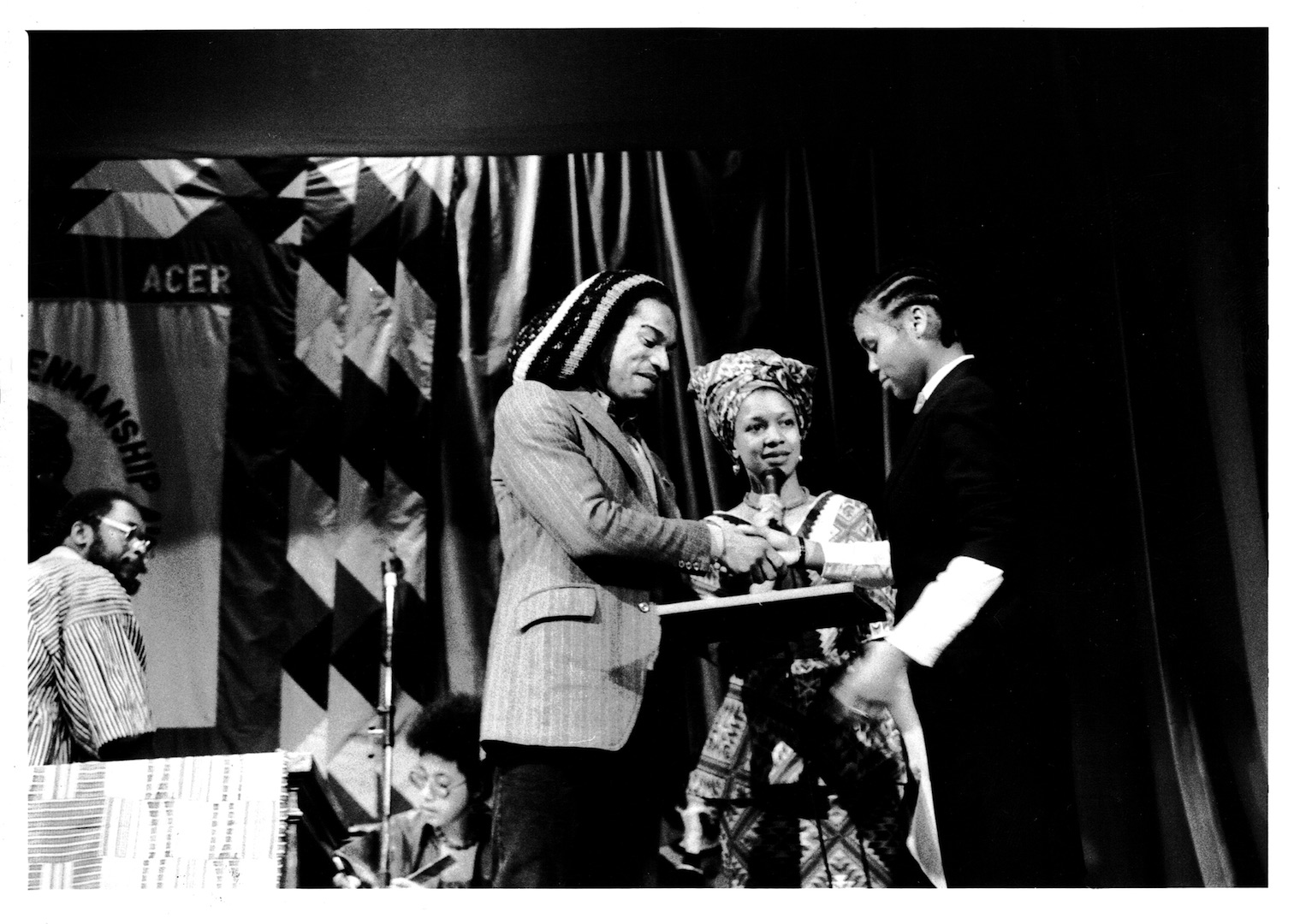 051 L to R - Benjamin Zephaniah (presenting award), Makeda Coaston _ Awardee (ACER Pen Awards). c198