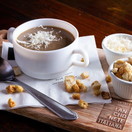 Chefs de cozinha ensinam 3 receitas de sopas para amenizar o friozinho
