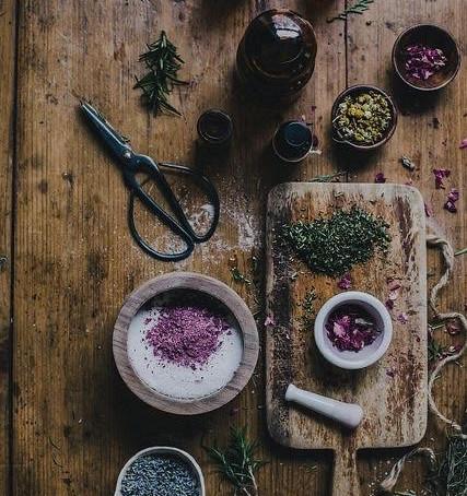 Flores, ervas e florais para tratamento da depressão e ansiedade. Dicas e curso de Rachel Lopes