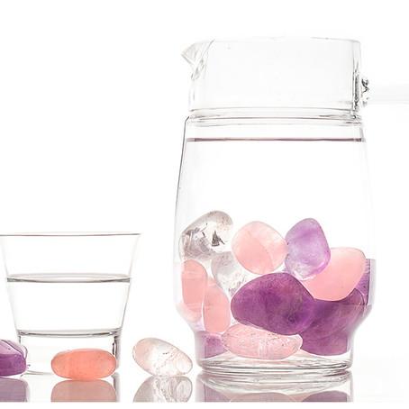 Como fazer água energizada com cristal
