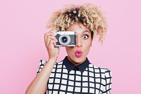 Menina com câmera