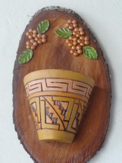 placa de madeira com mosaico