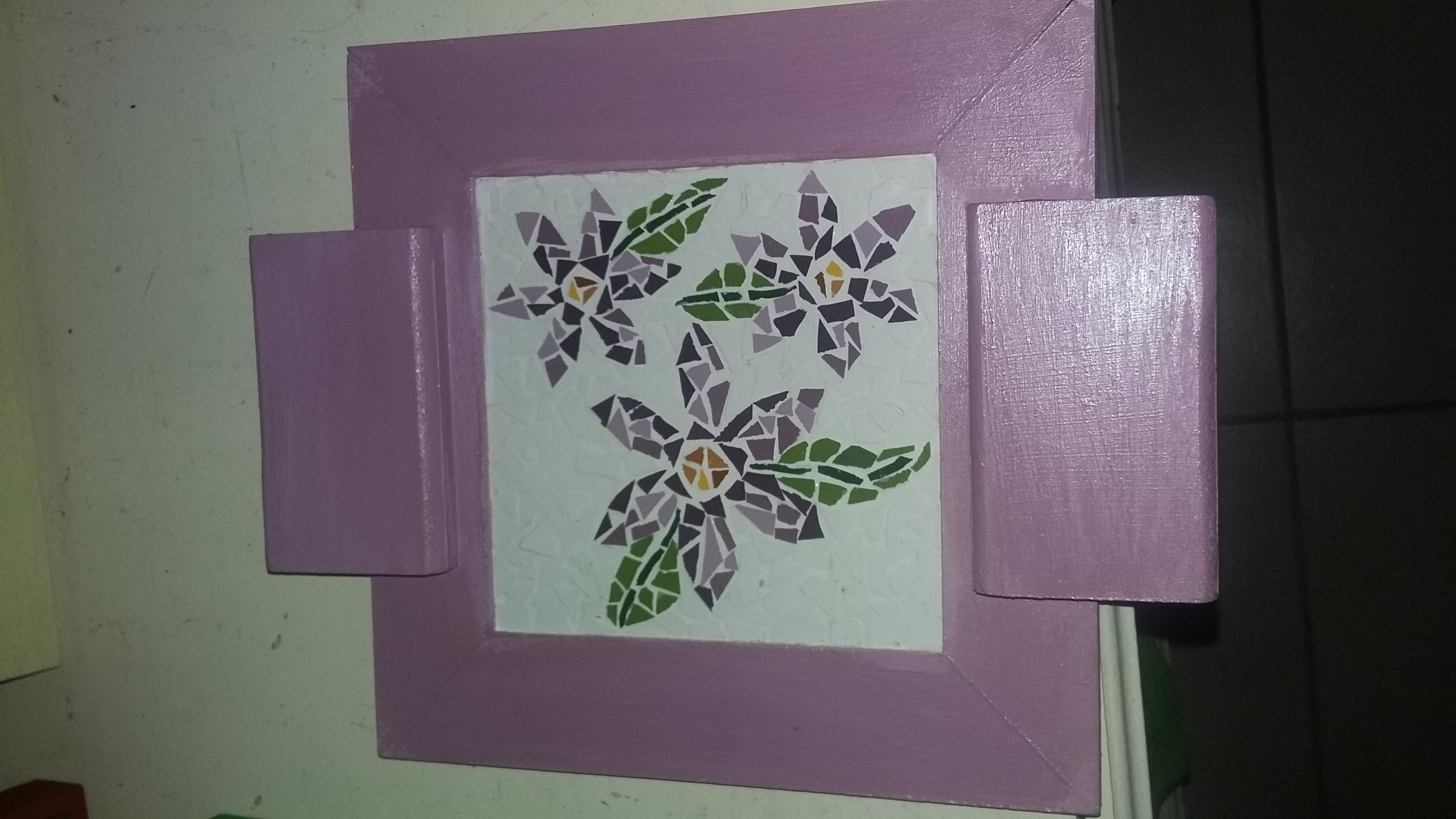 bandeja lilas com flores