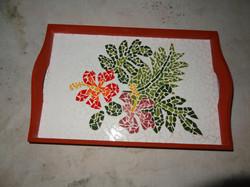 bandeja vermelha hibiscos
