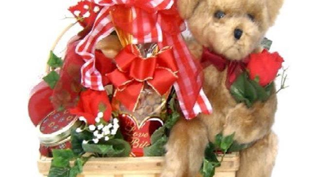 BeMi-Lg Bear Hugs; Romantic Gift Basket