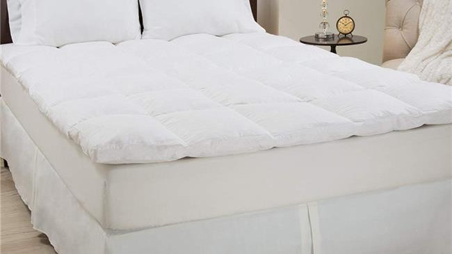 Bedford Home 64A-68830 100 Percent Duck Feather 2 in. Gusset Topper - Twin Size
