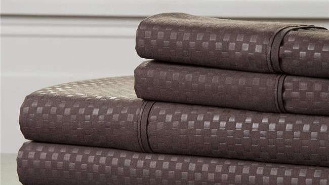 Bedford Home 66A-97625 Embossed Sheet Set - 90 x 102 in.