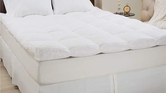 Bedford Home 64A-68816 Down & Duck Feather 4 in. Gusset Topper - Queen Size
