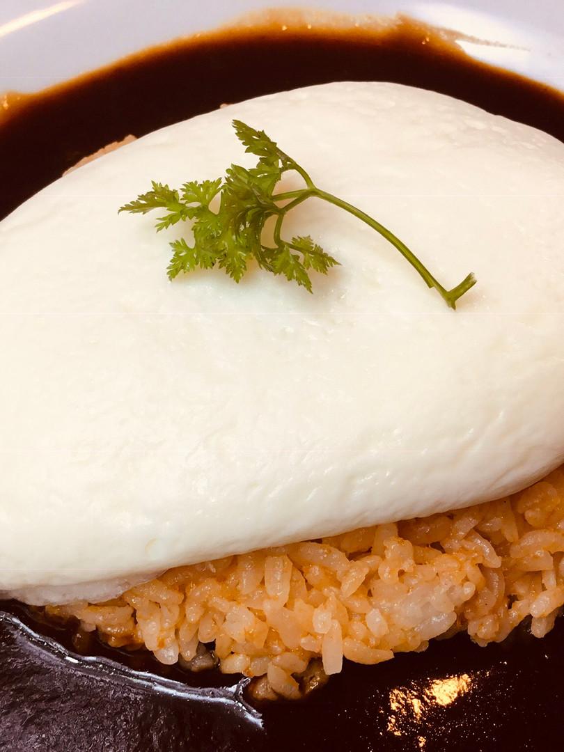 ホワイトオムライス 〜洋食屋さん仕立て ¥1000