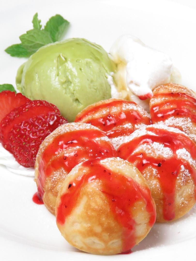 アボカドのジェラートとプチパンケーキ 〜リコッタチーズ添え〜  ¥850