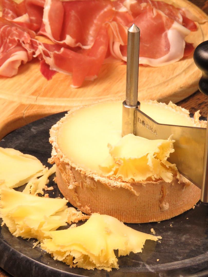 パルマ産プロシュート〜スイスのチーズをいっぱいかけて〜¥1400