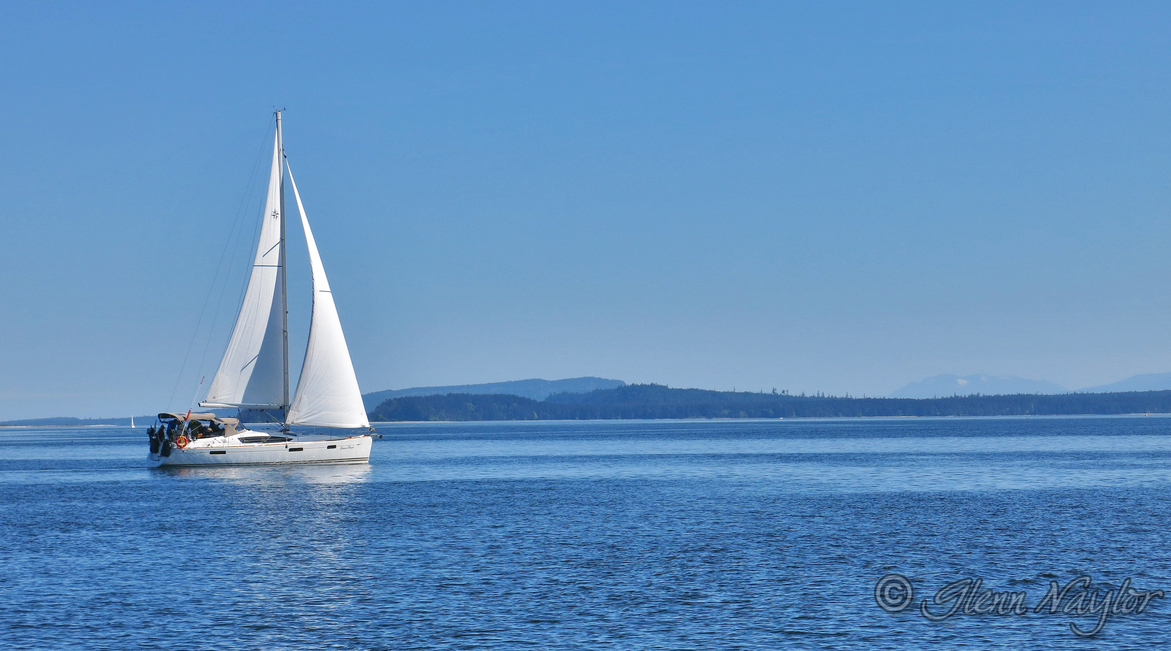Sailing towards Denman Island, Comox