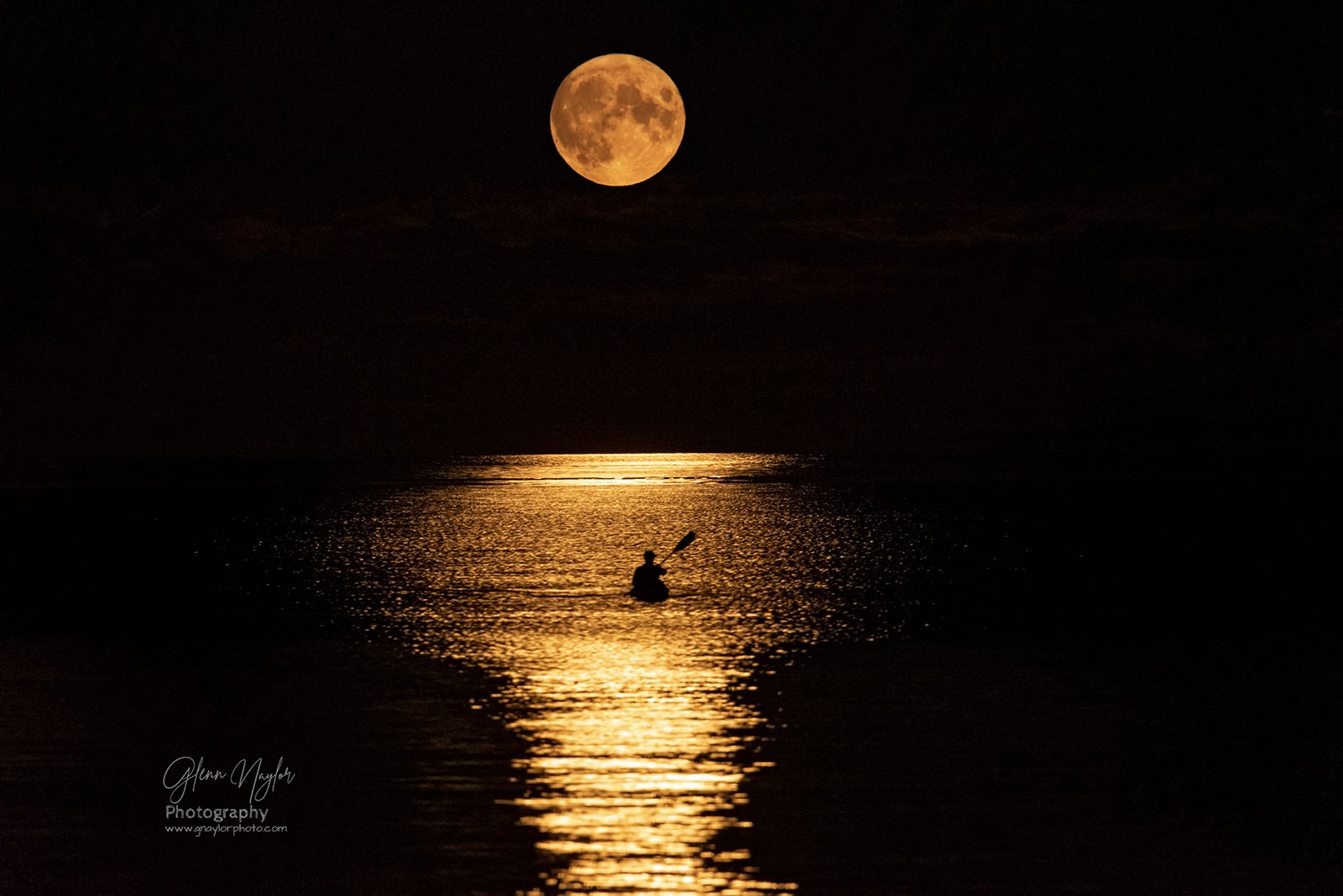 Moon-Kayaking