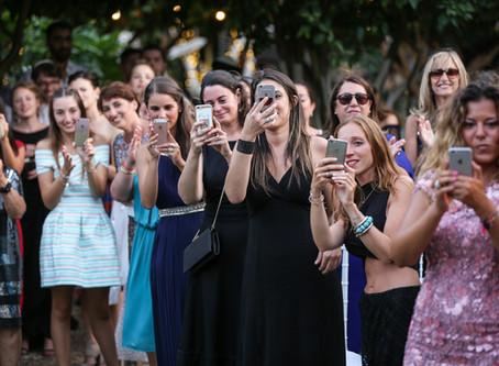 תופעת צלמי הטלפונים צוברת תאוצה בתחום החתונות