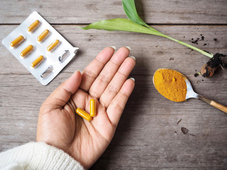 Kurkuma verlaagt de geneesmiddel-spiegel van hormoontherapie tamoxifen bij borstkanker-patiënten.