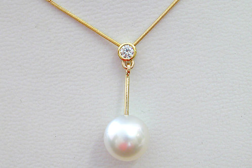 18ct Yellow Gold Diamond and Pearl Pendant