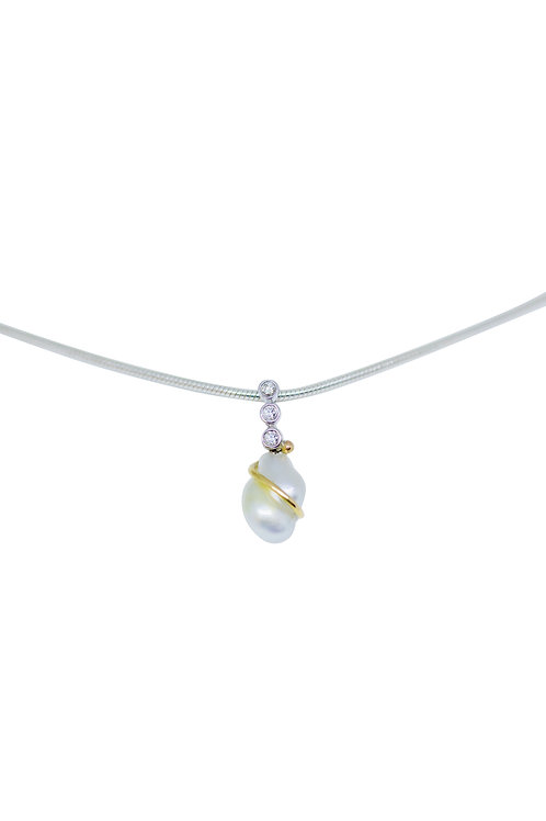 Small Keshie Pearl Pendant with Small White Diamonds in 18c gold