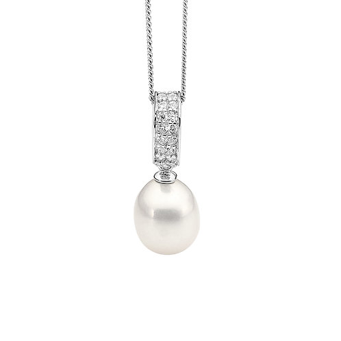 Pearl Pendant with Cubic Zirconia Details - p762